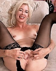 Blonde grandma spreads them wide
