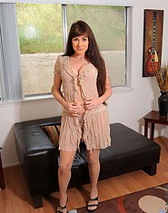 Alexandra Silk shows off her mature cougar frame in an alluring bra and pantie set