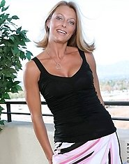 Naughty blonde Brenda James exposes her perfectly rounded milf booty
