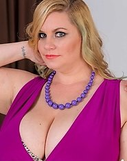 Behind every shy plumper babe is a nympho waiting for a chance to break out. Kevin is photographing a super-cute blonde Milf today, Tiffany Blake, and